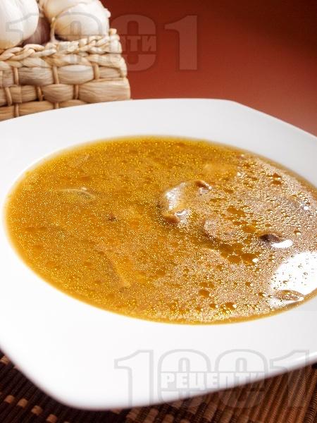Гъбена чорба с манатарки, картофи и топено сирене - снимка на рецептата